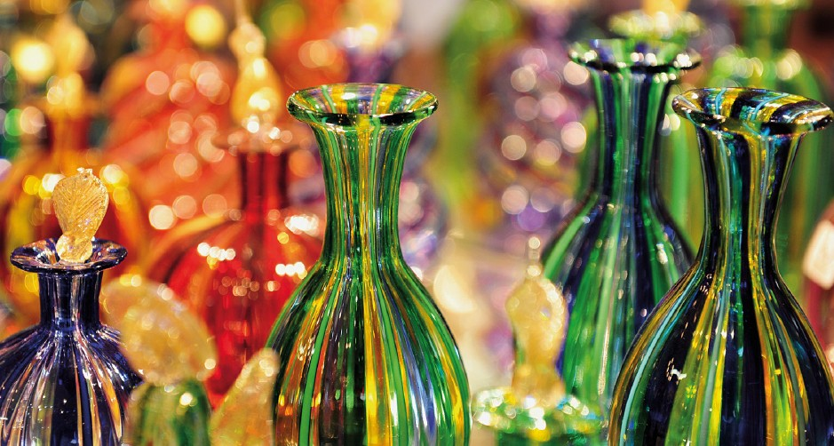 Glittering Destinations - Luxury Shopping World